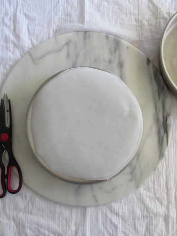 Parchment rounds for cake pan