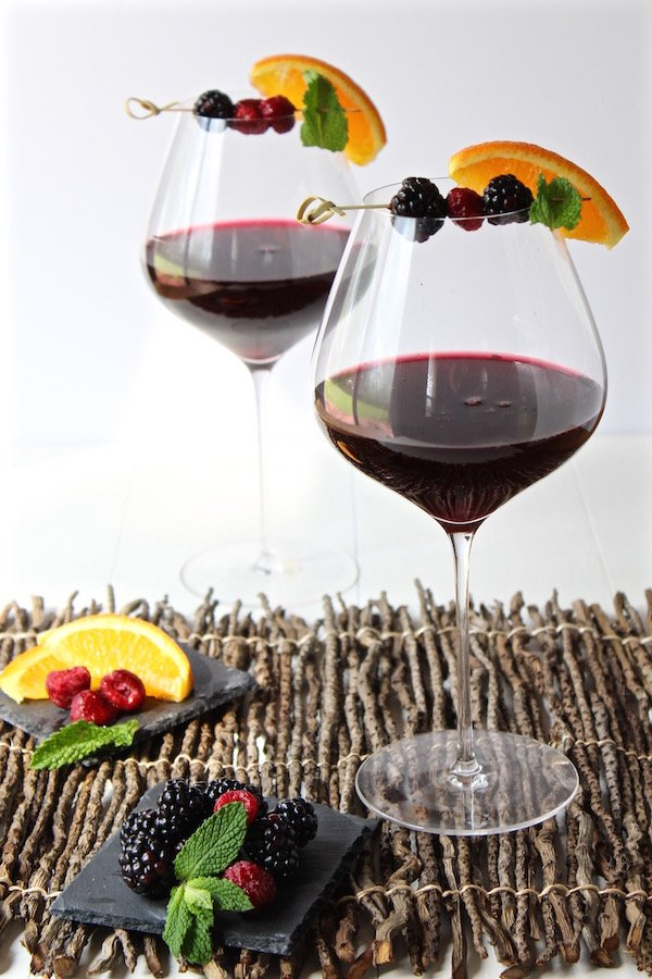 sangria for two wine glasses