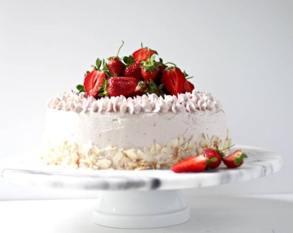 DREAMY GLUTEN FREE STRAWBERRY CAKE & NOT-TOO-SWEET STRAWBERRY MERINGUE BUTTERCREAM