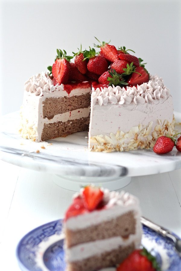 strawberry cake sliced 1