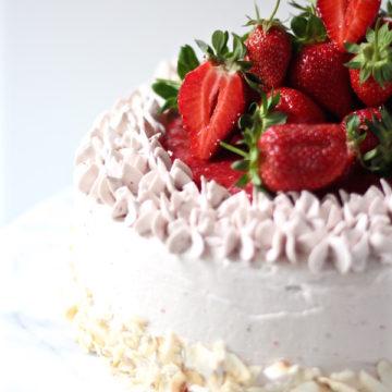 strawberry cake strawberry buttercream 1