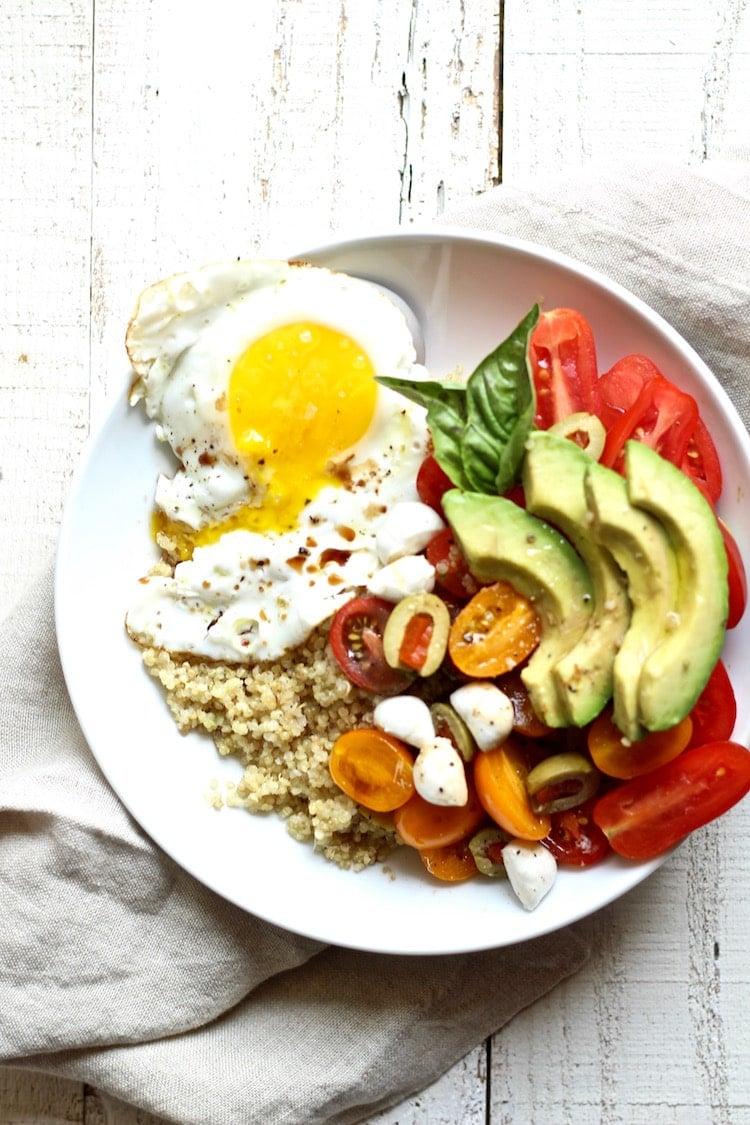 Easy and healthy quinoa breakfast bowl recipe