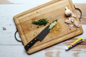 how to make garlic paste for a caesar salad dressing
