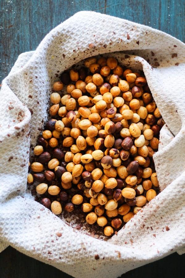 Toasted whole hazlenuts