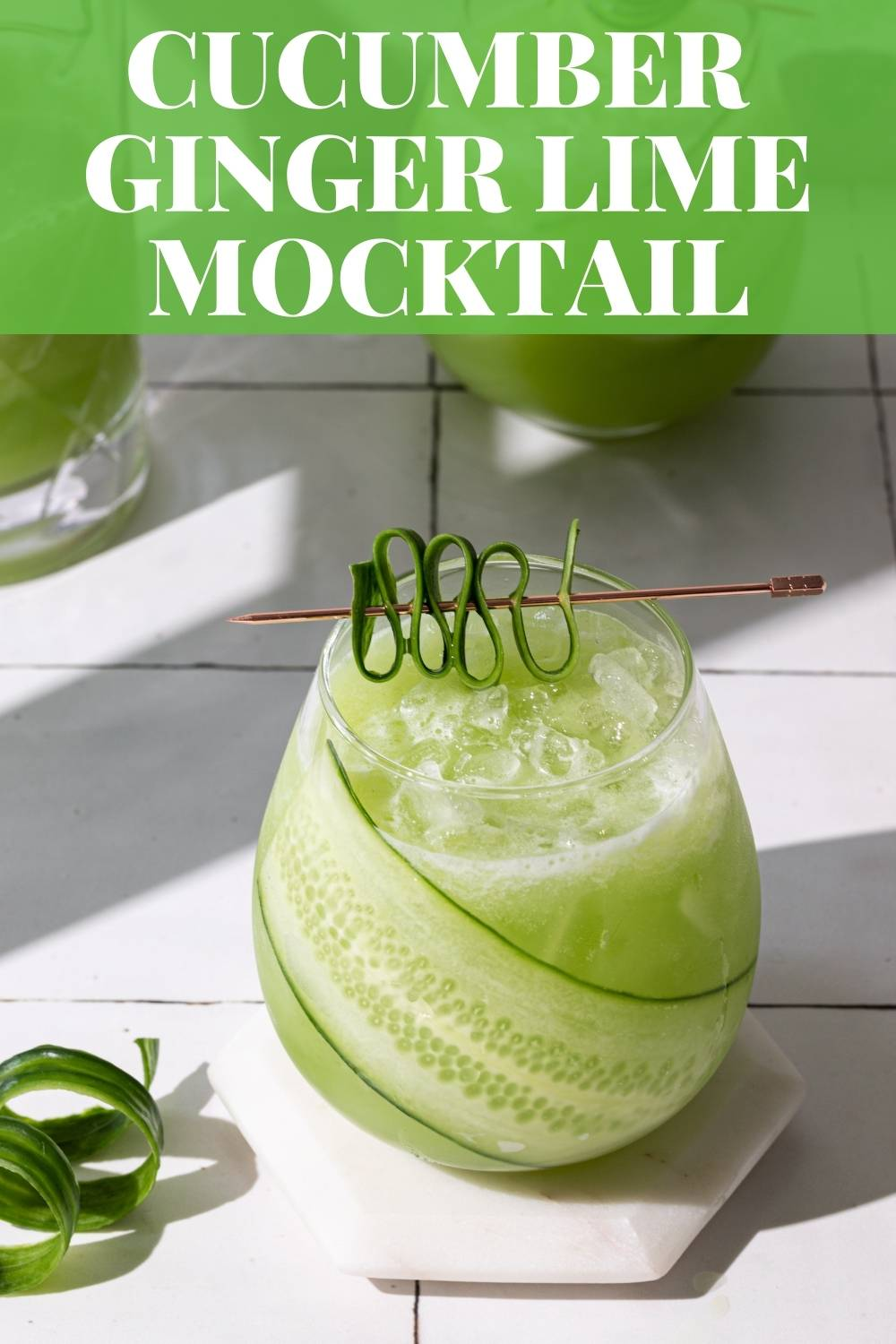 Try this refreshing and delicious Cucumber Ginger Mocktail with easy ways to make cucumber garnishes too! via @bessiebakes